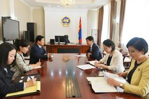 Minister discusses bilateral relations with foreign ambassadors