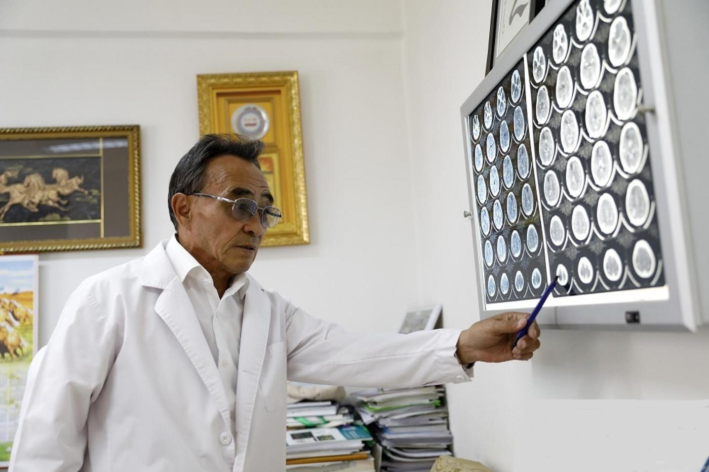 Veteran neurosurgeon undertakes project to introduce complicated surgeries