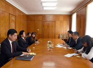MP B.Batzorig receives member of South Korean National Assembly