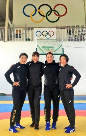 Female wrestlers head to Brazil