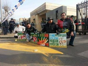 Activists demonstrate against nuclear waste bill