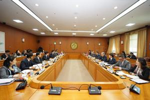 Transportation Minister signs a cooperation agreement on transportation with South Korea